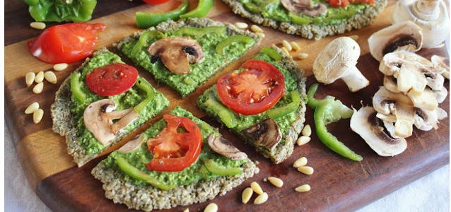 Raw-Spinach-Veggie-Pizza-with-Pesto-638x300