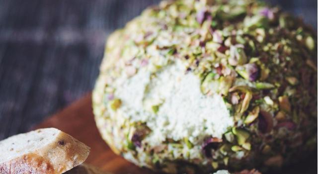 Pistachio Crusted Cashew Cheeseball