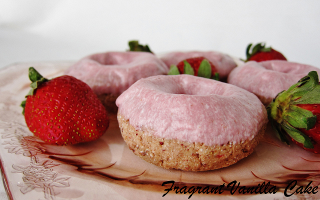 Strawberry Vegan Donuts
