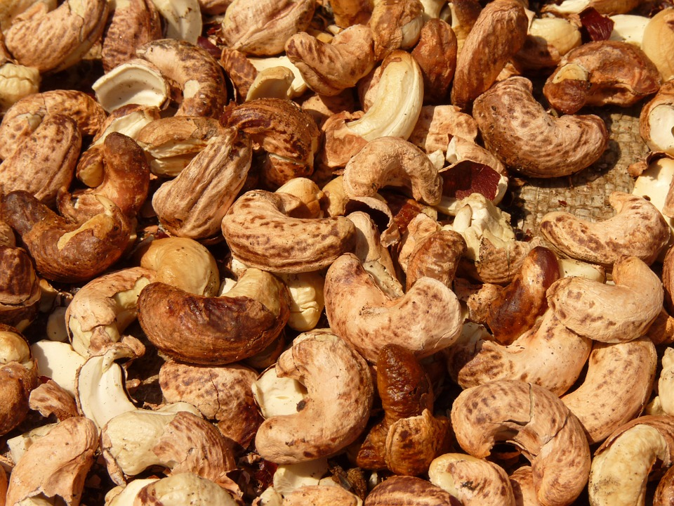 roasted cashew nuts and seeds